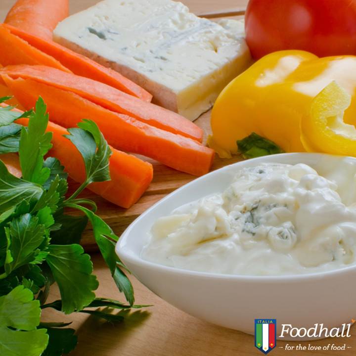 Opt for an assortment of fresh vegetables to pair with Gorgonzola! They give a healthier and flavoursome twist to this blue cheese dip.
