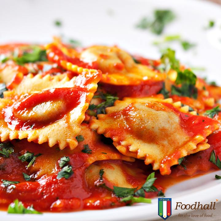 Spinach and ricotta ravioli tastes best when paired with tomato sauce and garnished with basil leaves.  The combination of the two serves as a perfect blend of tangy & creamy flavours!