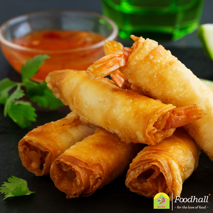 Crunchy spring rolls are a Thai favourite! The delicate flavour of shrimp, served with a cup of hot chili sauce is guaranteed to spice up your tea-time!