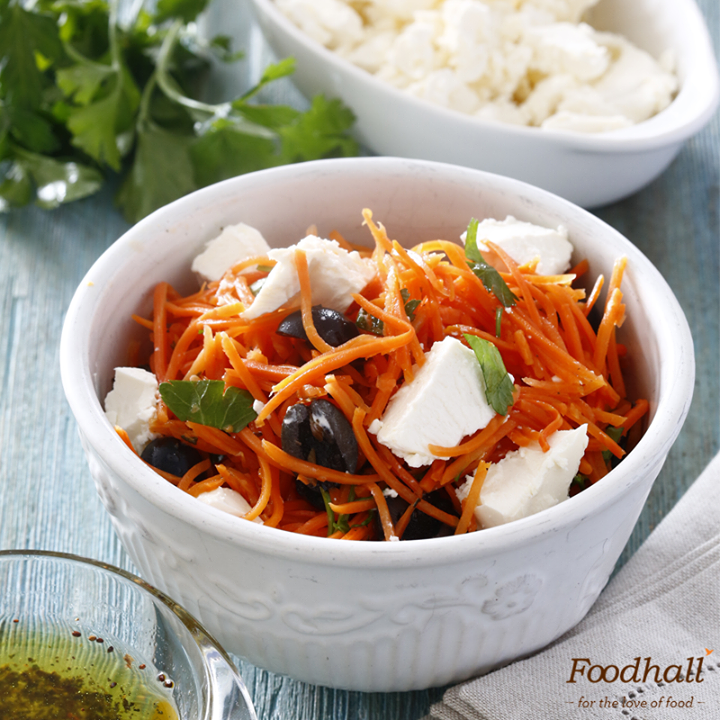 Bring in a Mediterranean flavour to your kitchen! Toss some crunchy shredded carrot, lentils and crumbled feta. Flavour the salad with za'atar and some mustard vinaigrette for a healthy twist!