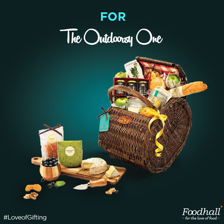 This Diwali, surprise the adventurer in your life with our carefully curated selection of gourmet food to travel with. Topped with the freshest fruits of the season, here's our pick for the one who loves to picnic! #LoveofGifting