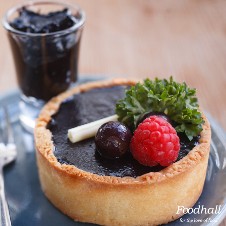 This tart celebrates the flavour of fruit with chocolate. Add chocolate ganache and fresh fruits to empty tart shells for a quick and elegant looking party dessert.