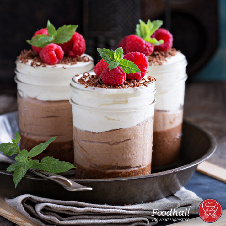 Indulge in these layered pudding cups, this Christmas! Layer with decadent dark chocolate, silky caramel and beautifully flecked vanilla pudding and topped with raspberries.
