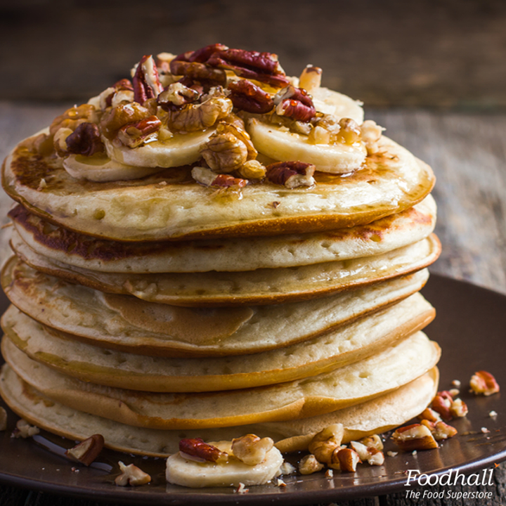 Start your sunday morning  with a stack of fluffy, lightly spiced sweet potato pancakes.  Whisk sweet potatoes with your regular pancake batter and spice it with cinnamon and fruit salt. It's just what you need to enjoy this nippy weather.