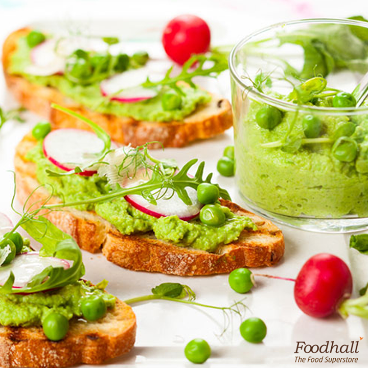 Toast this new year with these delicious toasts!  Bruschetta topped with avocado pate, peas, radish, brie and balsamic vinegar are little bites of heaven, that you'll keep wanting more.