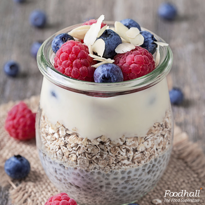 There's nothing better than a healthy chia pudding for on-the-go Breakfast!  Place chia seeds in a mason jar along with almond milk. Let it sit for 15 minutes till the seeds swell. Stir in 1 teaspoon of palm sugar. Top with roasted oats, fresh raspberries and blueberries and garnish with slivered almonds!