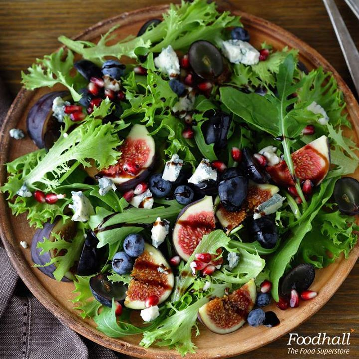 Toss some salad to start your weekend on a healthy note.  Arugula, grapes, figs, pickled onions and crumbled blue cheese with a spicy black pepper vinaigrette has juicy bursts of flavours that will make eating healthy easy and delicious!
