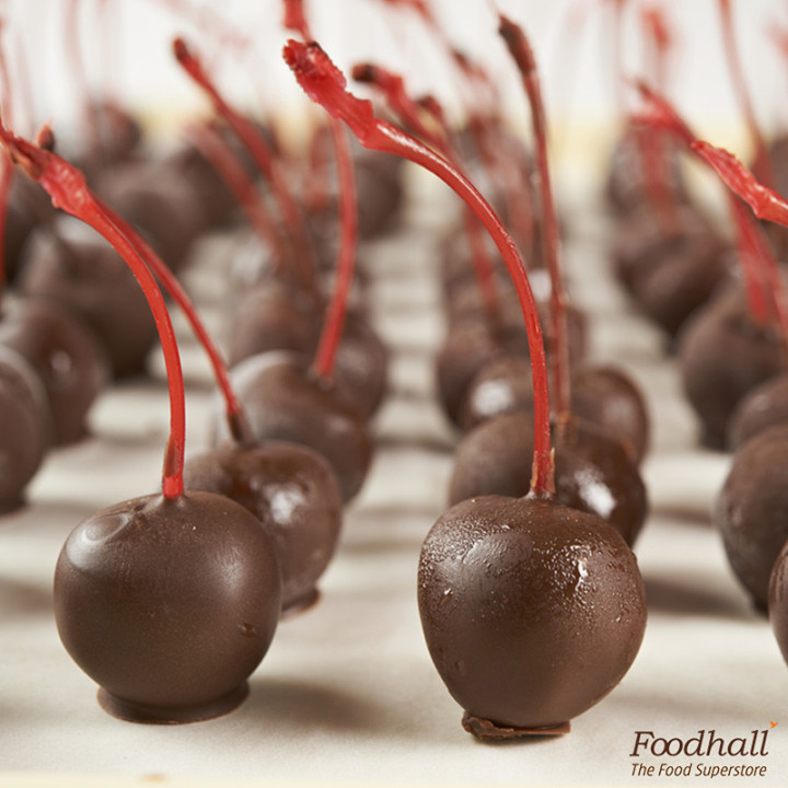 Love chocolate & cherries? Combine these for a heavenly treat! Coat some juicy maraschino cherries in rich dark chocolate. Freeze them and enjoy with a glass of sparkling wine.