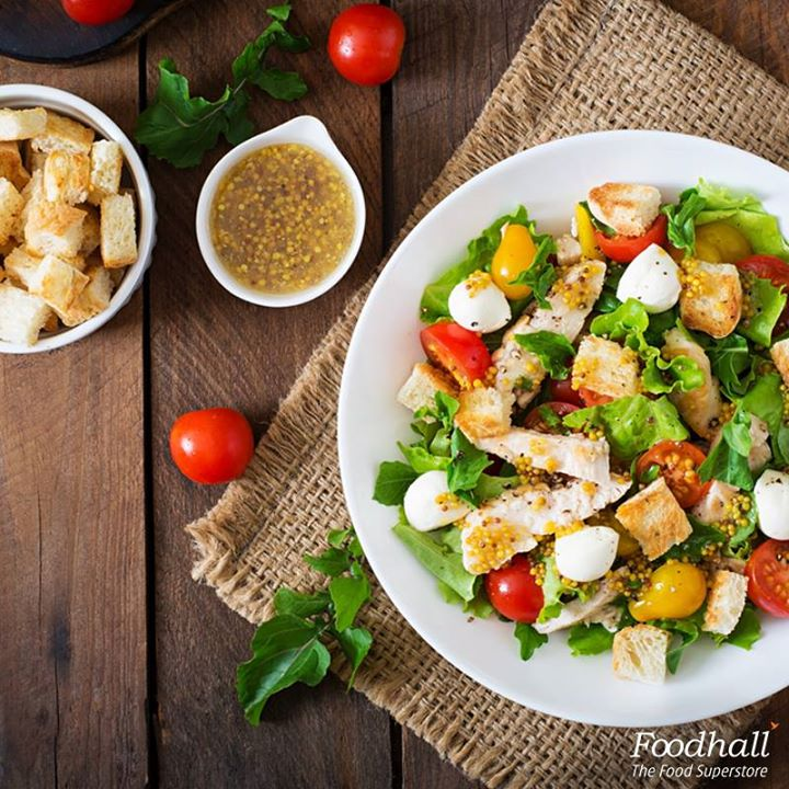 Rustle up this light and healthy grilled chicken & rocket salad for lunch this afternoon! In a large bowl combine rocket leaves with peppers, cherry tomatoes, mozzarella and grilled chicken. Sprinkle with sea salt, drizzle generously with olive oil, balsamic, serve it with crusty bread and enjoy!