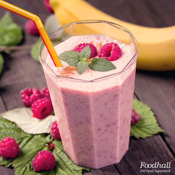 Add a little pink to your morning!  Start your day with this delicious smoothie made with raspberries, bananas and oatmeal. Your one stop healthy breakfast fix.