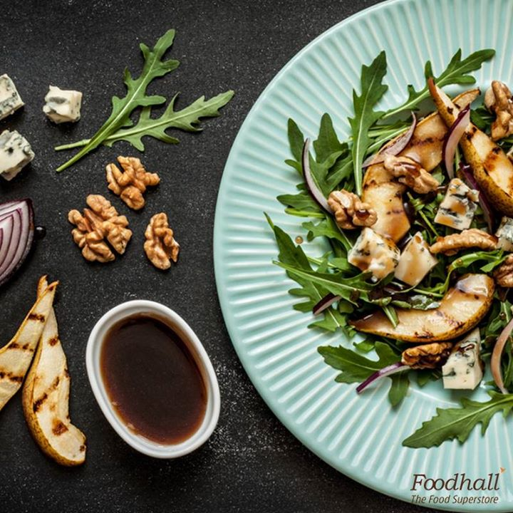 Try something new for dinner tonight.  Caramelise pear and walnuts, toss it with rocket leaves, onions, crumbled blue cheese and drizzle some balsamic-honey dressing to enjoy this zingy pear salad.