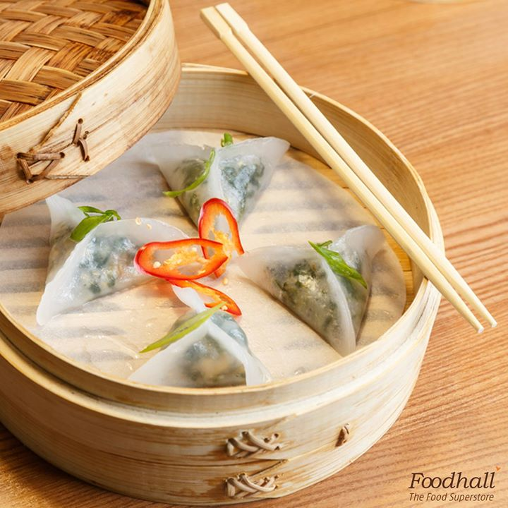 Strong flavours of spinach wrapped together with the cool and delicious water chestnuts to create a dim sum so good, you will keep coming back for more.