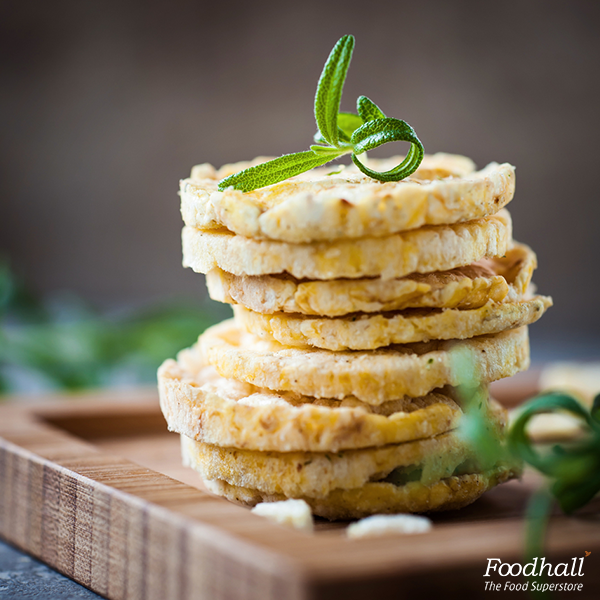 Tired of potato chips? Try our deliciously crunchy rice crackers, a quick fix for those hunger pangs at work!