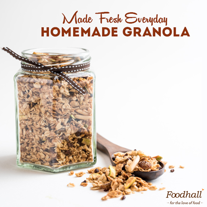 It's breakfast time - Hola, granola!  This energy-boosting wonder is taking over cereal bowls of people all over the world. Try our variety of in-house mixes made fresh everyday complete with oats, dried fruits, nuts, and superfoods.