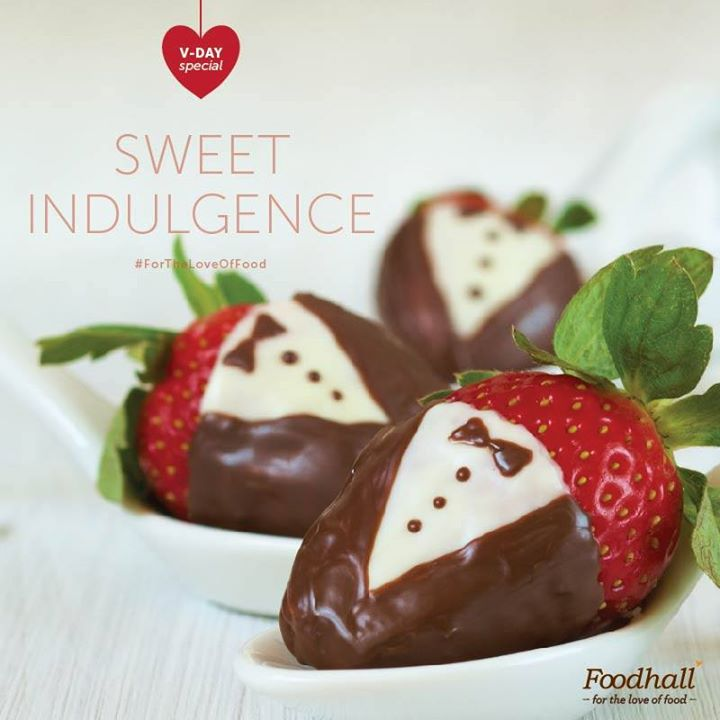These dapper-looking chocolate covered strawberries are our favourites this season! #ForTheLoveOfFood #ValentineSpecial #FoodhallRecommends