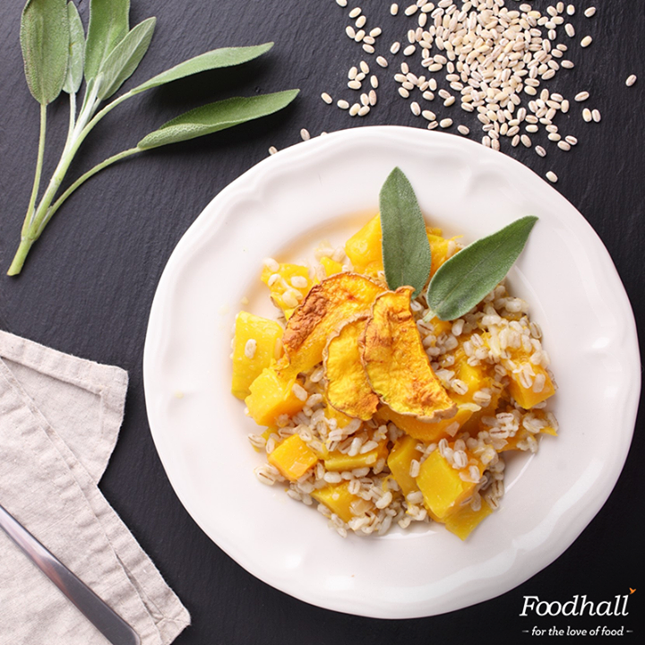 Who said it cant be nutritious if it's delicious? Barley has gained popularity lately, thanks to it high nutritional value & chewy texture. Trade out Arborio rice for this healthy grain in a classic risotto for a refreshing change & power-packed #lunch!