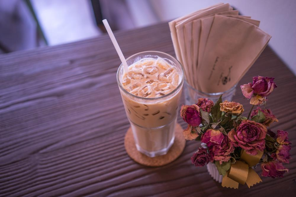 Sunny days call for cool & refreshing drinks! We're sipping on some Rose Iced Latte & enjoying the warm summer days. Here's a link to the recipe.