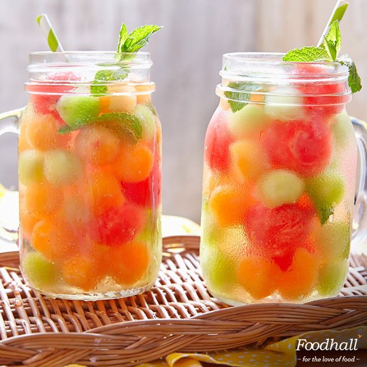 We're having fun in the sun with a refreshing melon #mocktail. Pick up our tub of assorted melon balls to make this at home in no time! Watermelon, honeydew & muskmelons – we're ready to beat the heat, are you?