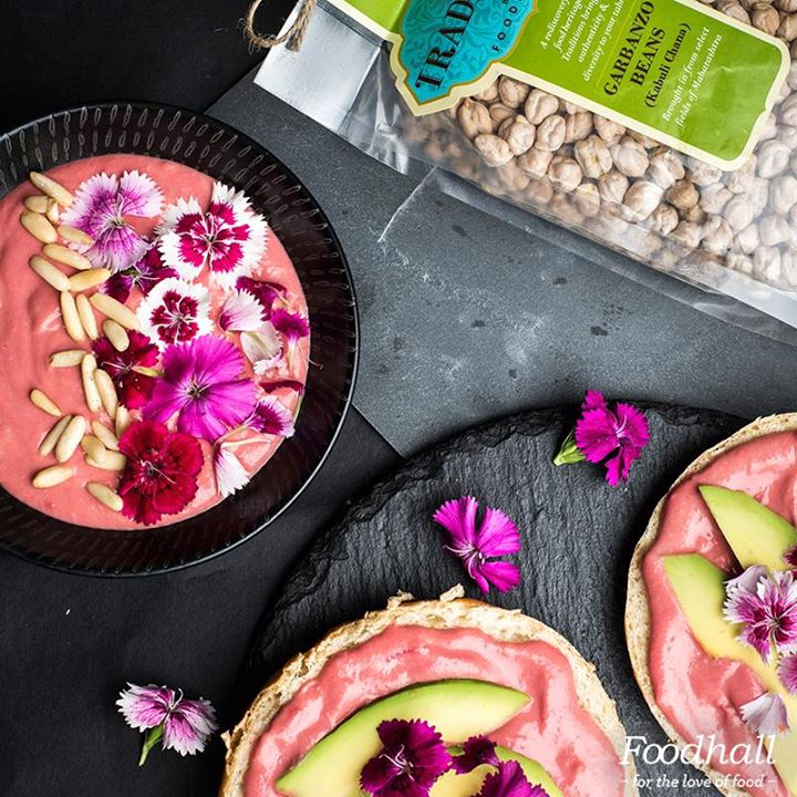 Hummus doesn't have to be boring. Try adding beetroot to it to make a vibrant bowl that's sure to make you go wow. Psst...We made this with our very own Traditions by Foodhall garbanzo beans and topped it with toasted pine nuts and edible flowers 🌸