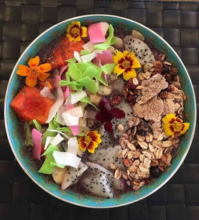 Today's #breakfastbowl inspiration comes from Shama who picked out some amazing ingredients from our store at #PalladiumMall, #Mumbai.  Blueberry, maca powder, flaxseed, matcha, cacao nibs, coconut water, freshly ground almond butter, coco shreds, dragonfruit, papaya, granola, chia seeds and edible flowers. Phew!  Have you checked out our superfood aisle yet? What's your favourite?