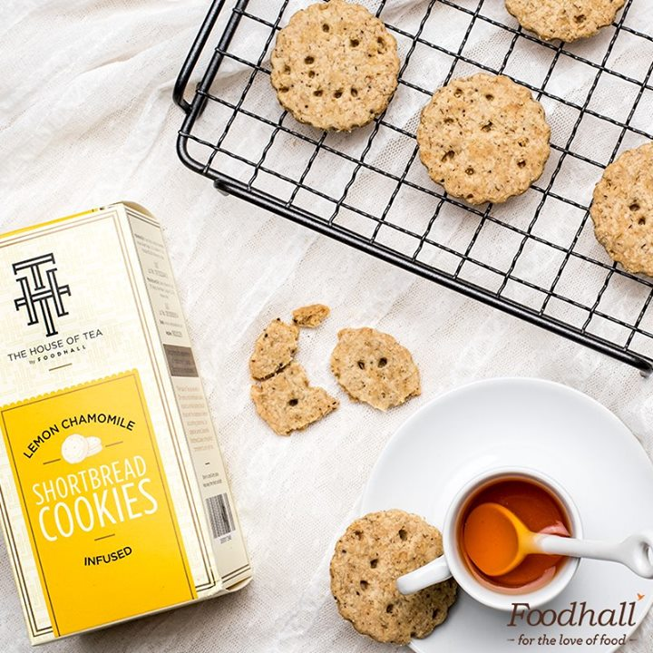 A box of cookies turns any frown upside down. Sinfully buttery cookies infused with lemon and chamomile, perfect for this weather. 🍋☕ Head over to The House of Tea by Foodhall to buy them online.