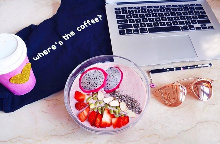 A #breakfast bowl that makes waking up easy! Take a cue from Nikita Butalia & explore exotic #fruits & #superfoods at our stores to make mornings more exciting & packed with power! 💯