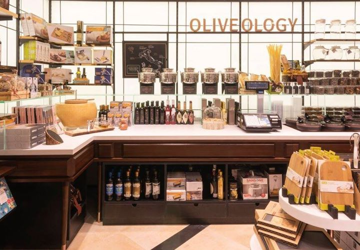 Find the perfect artisanal oils from Italy for your culinary experiments and build your own antipasti platters with a selection of olives, artichokes, sun-dried tomatoes and more. Have you visited the Oliveology section yet?  #FoodhallLinkingRoad #ForTheLoveOfFood