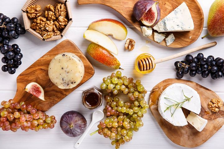 Customize your very own cheese platter this New Year's Eve. Choose from a variety of cheese, jams and more to suit the taste buds of your beloved guests. Call/Visit your nearest Foodhall to place an order
