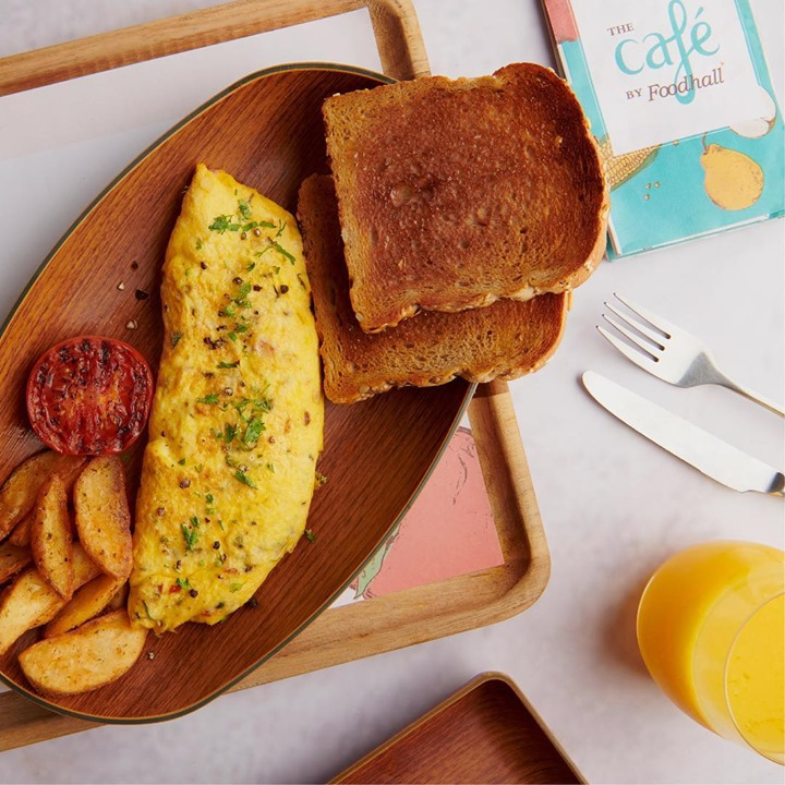 Monday morning breakfast is our favourite meal of the week at The Cafe by Foodhall. Add Rs 150 to your breakfast order and get bottomless coffee and a croissant with it.