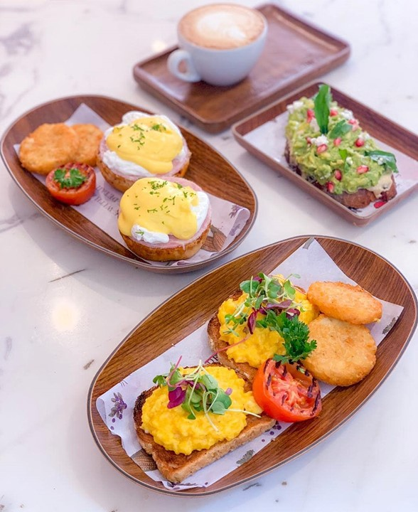 The weekend is upon us and we can't wait to dive in! From creamy eggs Benedict and truffled scrambled eggs to avocado toast at its attractive best... find your #brunchtime favourites at The Café by Foodhall @Linking Road, with coffee from @kcroasters !  #FoodhallIndia #ForTheLoveOfFood #ForTheLoveofBrunch  #WeekendBrunch #OnTheTable #BrunchGoals