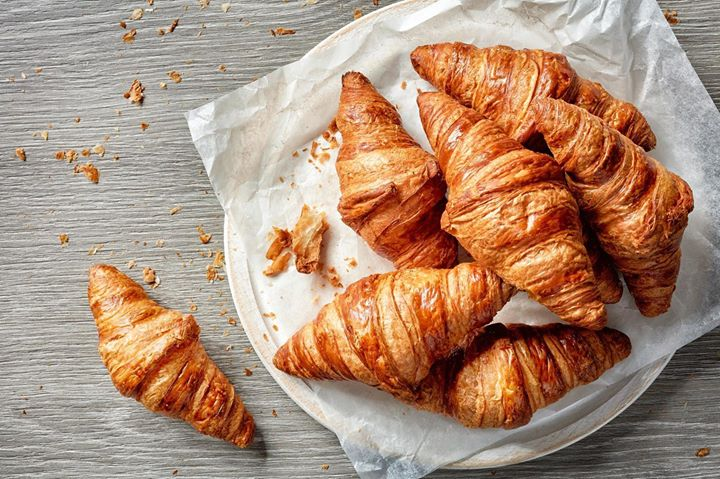 In need of a midweek pick-me-up? Indulge in a steadying start to your day at The Café by Foodhall@Linking Road. Freshly baked croissants, cold pressed juices, eggs any way you'd like them … and more breakfast dishes, worth hotfooting it out of bed for ! Enjoy a superlative morning at Foodhall@Linking Road.     #FoodhallIndia #ForTheLoveOfFood #Breakfast #Eggs #Croissant