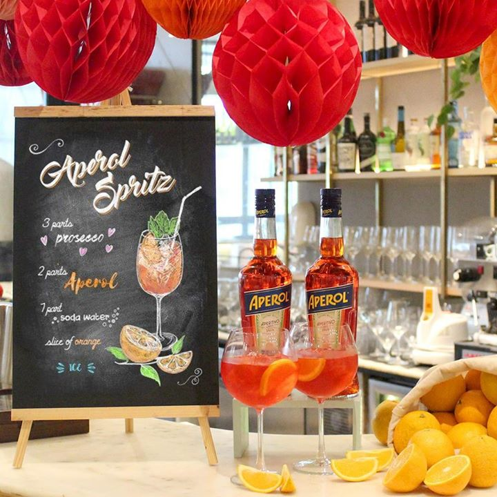 It's Spritz o' clock on the dot all month Sorrentina by Foodhall !  Set a breezy start to your evenings this November, with Aperol Spritz. Made with Aperol, prosecco and soda, this quintessential aperitif cocktail from Northern Italy has become a cult classic world over. Join us every evening at Sorrentina at Foodhall@Linking Road to sip and spritz like the Italians do!  #ForTheLoveofAperol #FoodhallIndia #SorrentinabyFoodhall #AperoloClock #SpritzTime #AperolSpritz #AperolLovers #ItalianDrinks #Aperitif