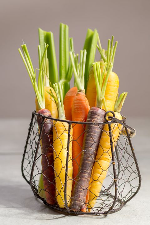 #FoodhallLoves: Coloured Carrots!  Taste the rainbow with the versatile colours of carrrots, each having their own subtle shifts in flavour! For instance, the intense sweetness of purple carrots is balanced by a peppery hint, with their dramatic hue making for eye-catching crudités or as an addition to salads. Meanwhile cream-coloured white or golden carrots have a milder flavour and are ripe for roasting or glazing with a coat of butter and sugar!  Discover the different colours and qualities of carrots at a Foodhall near you!  #FoodhallIndia #ForTheLoveofVegetables #ColouredCarrots #WhiteCarrots #PurpleCarrots #RedCarrots #Carrots #FreshIn