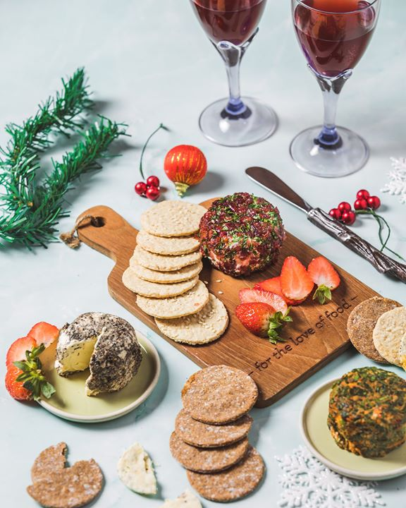 Have yourself a merry cheesy Christmas with our line-up of winter 🧀🧀🧀 apt for the holiday and party season!  Dip into a rich pot of cheese fondue or savour the sublime pleasures of raclette and baked brie. Our hand-crafted cream cheeses have also received a festive lift… Think Cranberry & Blue Cheese and Truffled Pepper cheese, paired with garlic and herb or sesame oats crackers, perfect for grazing on before Christmas lunch!  #ForTheLoveofCheese, see you at a Foodhall near you.  #FoodhallIndia #WinterCheese #FestiveFood #ChristmasTime #CreamCheese #CheeseFondue