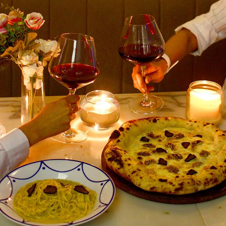Woo your Valentine with a Truffles-for-Two dining experience Sorrentina by Foodhall!  Our sumptuous spread spans a silky Tajarin Tartufo pasta and a Walnut & Gorgonzola Pizza (starring Provolone, Mozarella and heaps more truffles!), paired perfectly with wine to set a romantic tone for an intimate evening!  #FortheLoveofItalianFood, see you with your special someone at #Sorrentina, Foodhall Linkingroad this  #ValentinesDay!  #FoodhallIndia #SorrentinabyFoodhall #ValentinesDayMenu #ItalianMenu #TruffleLovers #BlackTruffles