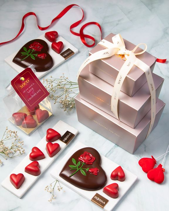 For the love of … chocolate! With #ValentinesDay around the corner, celebrate your relationships or indulge in #SelfLove with our artisanal assortment of single-source chocolate from #Xoco57  From heart-shaped Caramel and Praline Chocolates to Sand Roses, Vintage Truffles and Rochers - curate an uplifting hamper, hand-packed with our heart-stopping treats.  There's plenty more to help you sweep your special someone off their feet. Share the love with our pick-and-go festive #fondue jars enrobed in silky flavors (think Dark chocolate and Milk with Sea-salt & Caramel!)  Say it with a bouquet of Chocolate Covered Strawberries or spell it out with our hand-made Hammer Boxes featuring organic Rose Petals & Dried Cranberry Bark!  �#FortheLoveofChocolate, woo your Valentine with Xoco57's sumptuous assortments at a Foodhall near you!  #FoodhallIndia #ArtisanalChocolates #SingleSourceChocolate #ValentinesGifting #ValentinesDay #GiftingInspiration #ChocolateLovers #Xoco57Gifting
