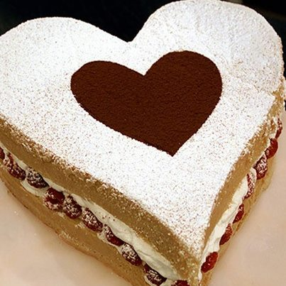 'Like' if you want to gift your Valentine this delicious chocolate and strawberry cake.