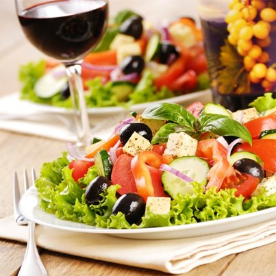 Healthy, light, delicious food-wine pairing: Light red wine + fresh salad + chunks of cottage cheese. Try it!
