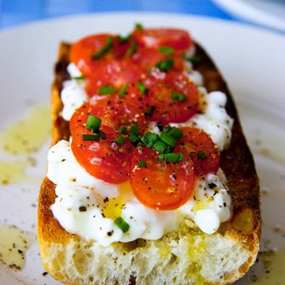 2-minute recipe: Bread + cottage cheese + slices of tomatoes, sprinkled with olive oil & pepper.
