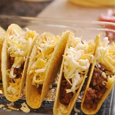 Nothing quite like melted cheddar cheese to add to the tangy taste of tacos and burritos. Like if you agree.