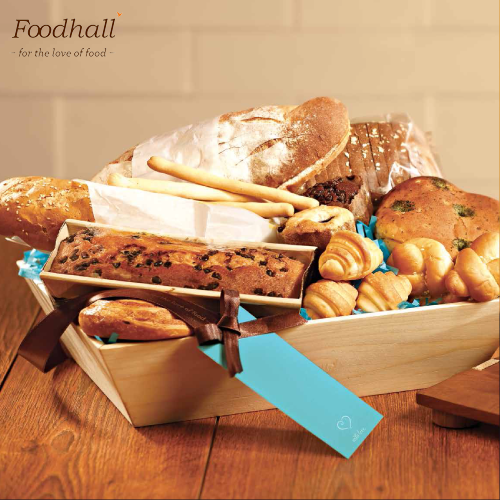 The best of hummus and pita bread neatly wrapped in a gift basket, for the ones you love. #Foodhall #gifting #ideas