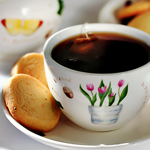 A cup full of chai and a plate full of biscuits seems like a good idea this afternoon. Yes?