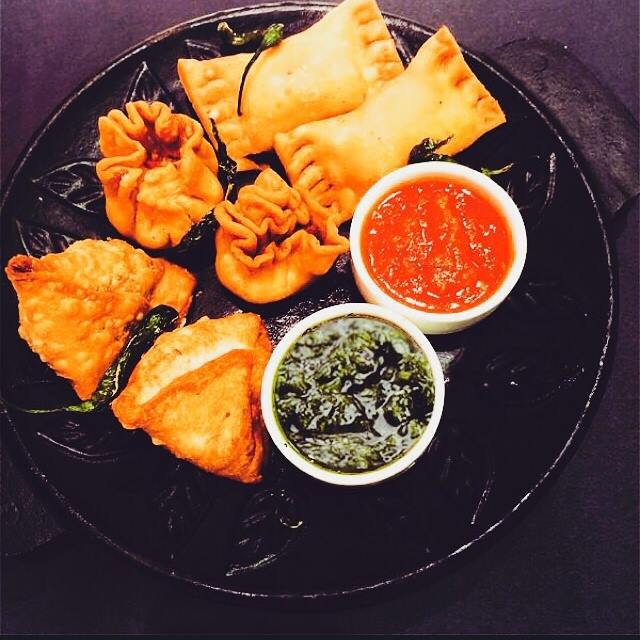 Your favourite monsoon treat, now with an exotic twist!  Relish piping hot samosas available in three different variants- Spinach & Feta with sun dried tomato pesto, Water Chestnut & Scallion with chilli jaggery sauce and the Fajita Paneer with chipotle salsa, at our stores.  Check out the exclusive Cocktail Samosa Bar at Foodhall today!