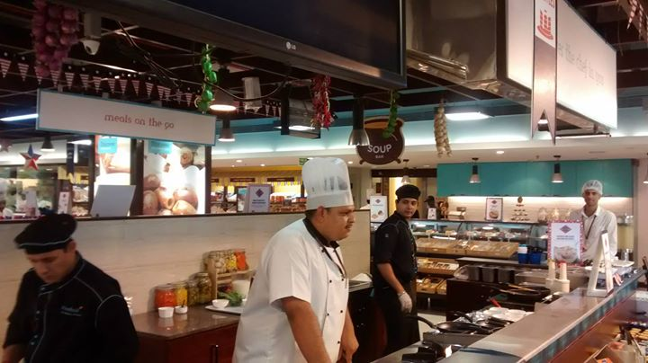 Masterclass on the secrets to the juiciest burgers, pancakes and salads by Chef Cedric Carvalho.