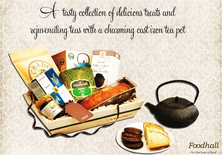 A collection of rejuvenating teas, a charming iron teapot and tasty selection of delicious treats come together in a gift hamper that makes it a great gift to your business associates and friends