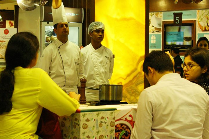 Thanksgiving got even more special at Foodhall in Palladium, Mumbai with Executive Chef Sandeep Pande from Renaissance Mumbai Convention Centre Hotel whipping up some delicious and irresistible treats
