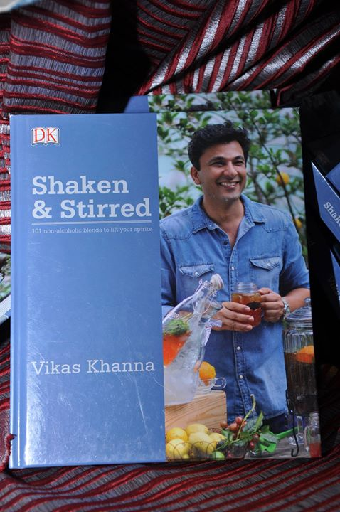 Award Winning Michelin Star Chef, Vikas Khanna at the launch of his new book- Shaken and Stirred at Foodhall @ 1 MG Mall, Bangalore.  Vikas Khanna demonstrates how to stir up the most refreshing drinks this season from his book-Shaken and Stirred