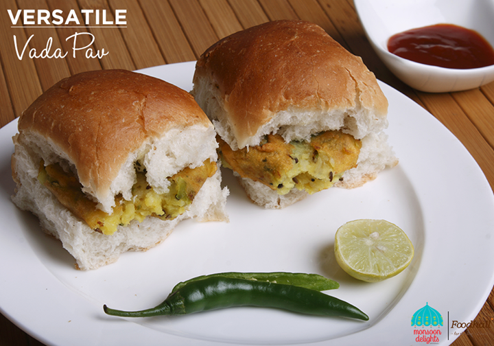 The unanimous monsoon favourite snack gets an exotic spin at our Vada Pav bar!  Come, try the delectable vada pav in three unique flavours- Thai, Falafel and Cheese only at Foodhall.