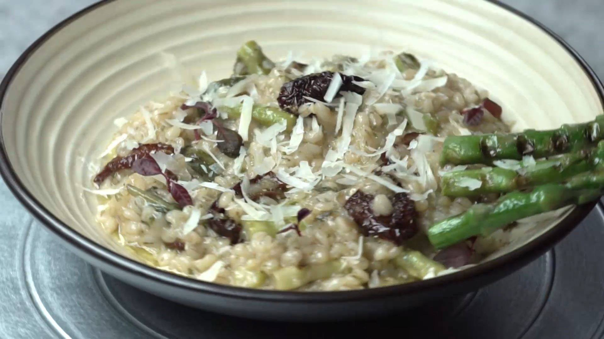 Our #RecipeOfTheWeek is an Asparagus and Sun-dried Tomato Barley Risotto.  We love cooking with #barley for its deliciously-chewy texture, which lends a nutty twist on a traditional risotto. Combined with the vibrancy of fresh asparagus and the sweet-and-tart profile of sun-dried tomatoes, it makes for an inherently nourishing dish packed with flavor and comfort!   Visit a Foodhall near you to pick up all the ingredients you need to rustle it up at home, or ring us on 8095031111 to have the essentials delivered to your doorstep!  #FoodhallIndia #ComfortFood #RainyDayRecipes #BarleyRisotto #BeautifulCuisines #Monsoons #Barley #AsparagusRisotto #RecipeShare #RecipeOfTheDay #VegetarianRecipe