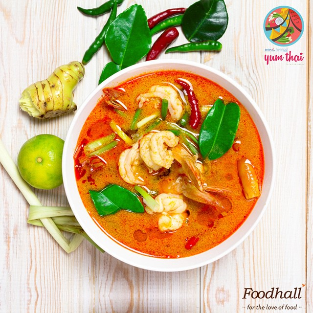 #YumThai A traditional fiery red Thai curry simmered with assorted vegetables and shrimps is an excellent complement to jasmine flavoured rice. Come and try some at Foodhall Today! #FoodhallIndia #FoodhallFest #TasteOfThailand